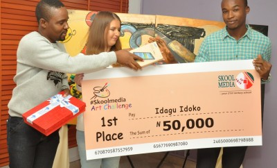 Presentation of the first prize by Moses Imayi and Tatsiana John of Skool Media